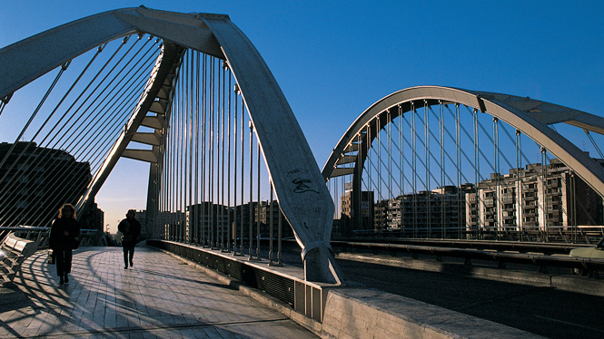 Bac de roda bridge visit barcelona for Gimnasio bac de roda