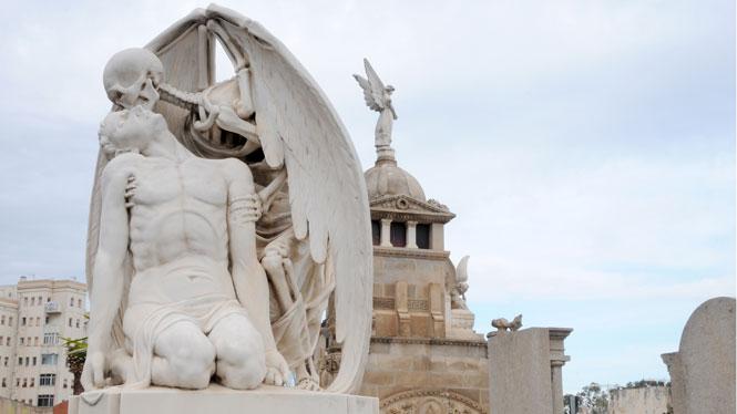 'Petó de la mort' (Beso de la muerte). Cementerio del Poblenou