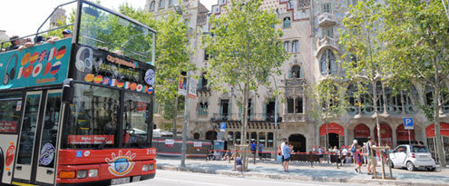 top 10 things to do in barcelona: coger bus turístic